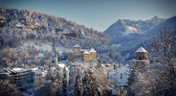 #walkalone in #Feldkirch. #FotoBasti, #visitvorarlberg, #winterwonderland, #schattenburg, #katzenturmfeldkirch