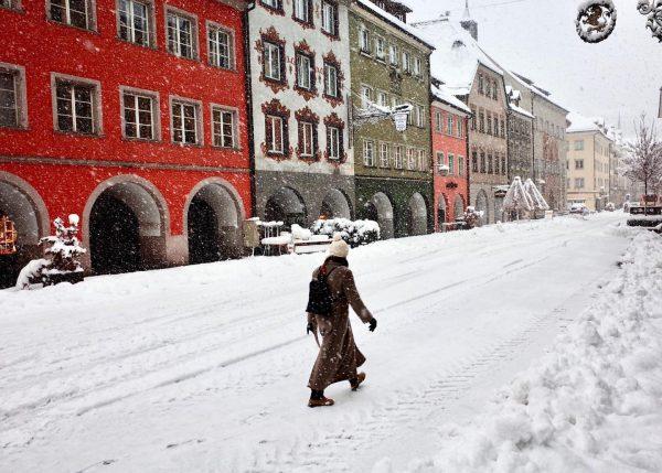 Feldkirch 2021 #grsnaps #ricohgrii #snow #snowwhite #walking #feldkirch #vorarlberg #winter #ricohgrii #snapshot #snowpic #bodensee #bodenseeregion #streetphotography #streetstyle...