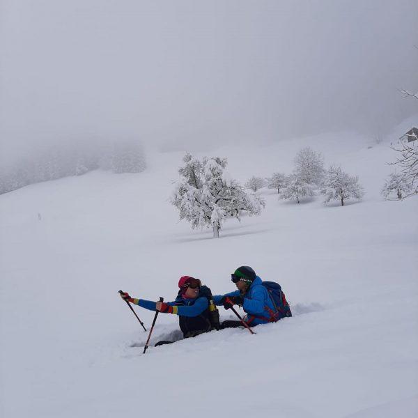 ... also bei uns hat es ein wenig geschneit..😃🙃😎#girlsjustwannahavefun #outdoor #outdoorgirl #snow #schnee #schneeschuhwandern #sovielschnee❄️ #vorarlbergwandern #vorarlberg...