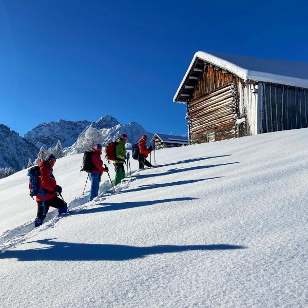 Am letzten Tag der Winterwanderführer-Ausbildung standen noch einmal die Themen richtige Spuranlage, Beurteilung ...
