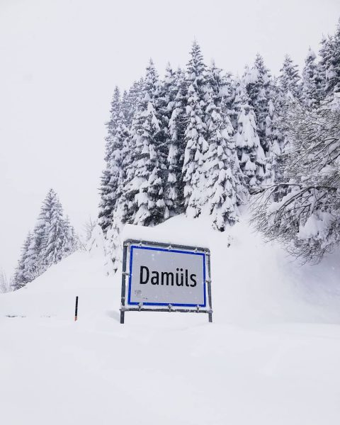 Perfekter Neuschnee ❄️💙 #pizzeriadaingo #damüls #happy #placetobe #snow #winterwonderland #powderdays #visitvorarlberg #visitdamüls #mountains ...