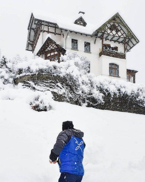 der Winter hat uns im Griff ( über Nacht ist zwischen 60 und 130 cm. Schnee gefallen...