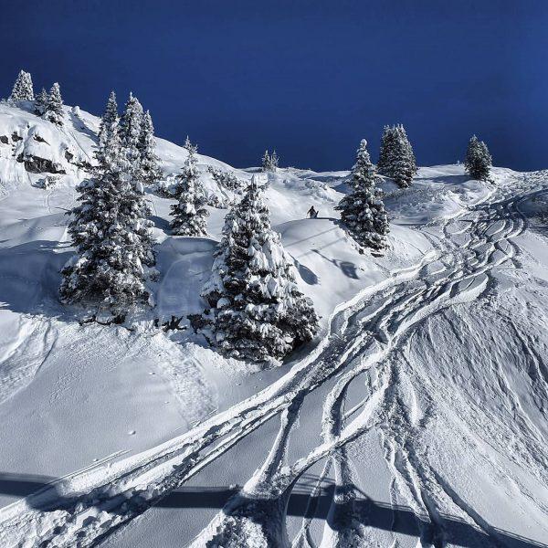 One of those 💙ARLBERG💙 DAYS! . . #powder #powpow #snow #nosnownoshow #snpwman #snowgirl ...