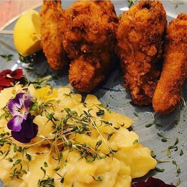 Unser Highlight am Wochenende für dich: Backhendl mit Pommes oder Kartoffelsalat😋 Unser köstlichen ...