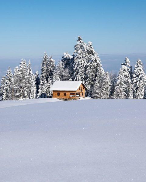 Happy wintercabin mood! 🇦🇹❄️😍 #vorarlberg #alps #hike Austrian Alps