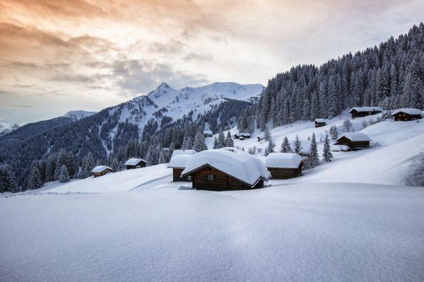 Winterzauber. ❄ Beim Anblick dieser schimmernden Schneepracht rund um die Montafoner Berglandschaft bleibt ...