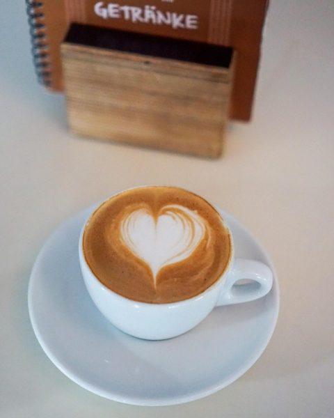 Guten Morgen ihr müden Krieger! Obwohl wir euch gerade nicht mit einem leckeren Cappuccino verwöhnen dürfen.. Habt...