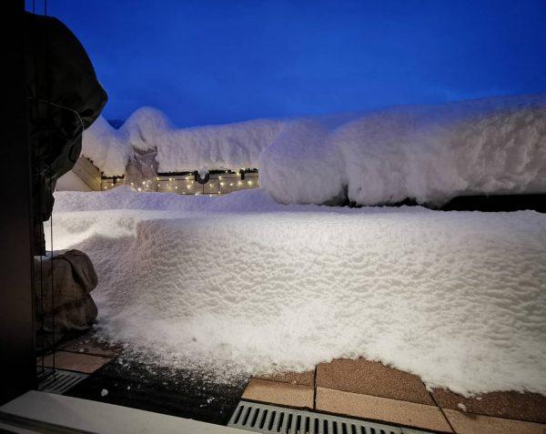Sooo much snow on our balcony ❄️ #winterwonderland #snow #winterishere #snowmakesmehappy Feldkirch, Vorarlberg