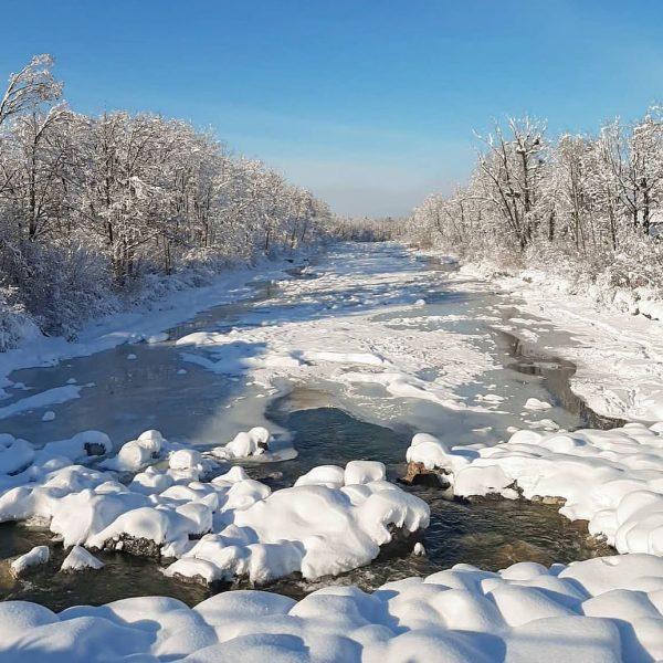 Eine märchenhafte Winterlandschaft in Dornbirn an der Ache. ☀️❄️ 📷 @bodenseevorarlberg #6850dornbirn #dornbirn #visitaustria #visitvorarlberg #vorarlberg #bodenseevorarlberg...