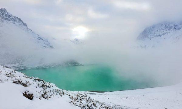 Silvretta-Stausee in den Wolken. ⛅❄☃️ ~~~~~~~~~~~~~~~~~~ #ig_austria #schneezauber #alps #alpen #berge #natur #mountainstorys ...