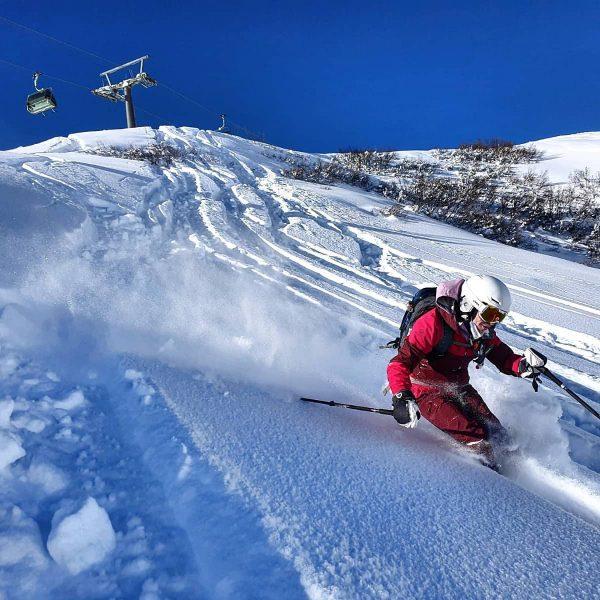 In ist, wer drin ist! 🥰 . . #lifeisbetterinthemountains #lifeisamountainnotabeach #youbetterbein #ski #skiing #freeride #yolo #riding #cruising...