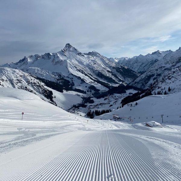 🎿❄️ #warthschröcken #skigebietwarthschröcken #warth #haushubertuswarth #meintraumtag #visitvorarlberg #atemderberge 📸 danke fürs Foto @sabrinawe_ ...