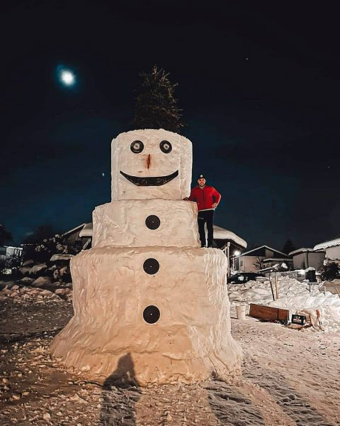 Flockdownbeschäftigung - gigantischer Schneemann von @daniel_myworld ☃️😮 Wie groß ist euer Schneemann? #winter2021 #becreative #bodenseevorarlberg #götzis #schneemann...