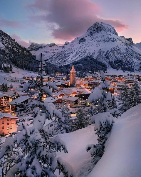 Lech Zürs am Arlberg Who is up for fresh snow?!❄️😍 Share with someone ...