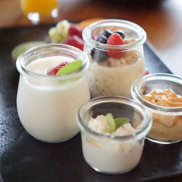 Hol dir jetzt eine liebevoll zusammengestellte Frühstücksbox bei uns ab. Entweder als Grundbox ...