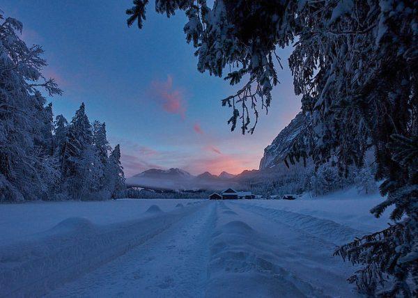 Sonnenaufgang im #bregenzerwald . #visitbregenzerwald @visitbregenzerwald #silence #winterwonderland #loves_austria @loves_austria #alpenliebe_official @alpenliebe_official