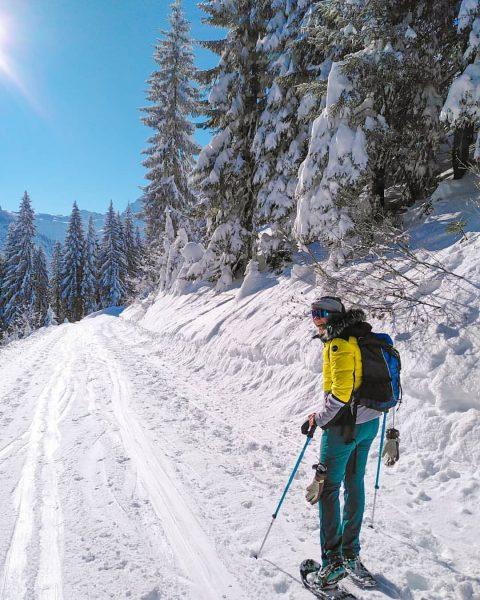 Schneeschuhwandern . . . #kleinwalsertal #kleinwalsertaltravel #kwt #vorarlberg #visitvorarlberg #austria #visitaustria #schneeschuhwandern #schneeschuhtour #schneeschuhe #bergliebe #bergpanorama #austianmountains...