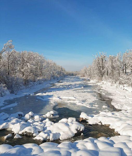Blue sky, white winter landscape ☀️❄ What a beautiful day @6850dornbirn #winter #schneelandschaft #dornbirn #bodenseevorarlberg #dornbirnerach #6850dornbirn...