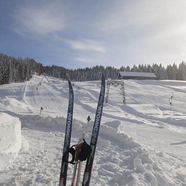 Am Krähenberg herrschen wunderbare Ski ⛷ und Langlaufverhältnisse: Piste und Loipe sind gewalzt. Isolde und Reinhold freuen...