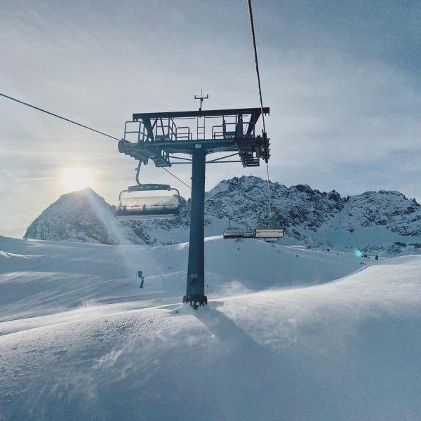 Traumhafte Bedingungen in @warthschroecken 🤍❄️🎿 . . . #skiing #visitvorarlberg #winter #mountains #skivorarlberg ...