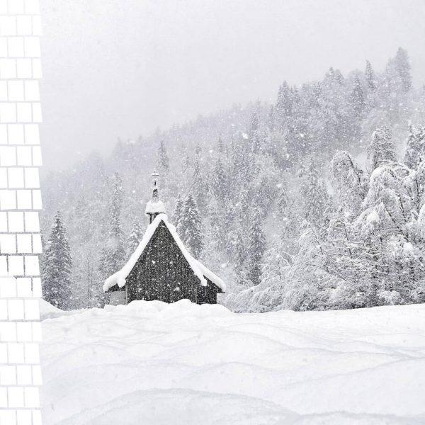 Ein Blick um's Eck zeigt uns die tief verschneite Landschaft des Bregenzerwaldes dieser Tage. Frau Holle ist...