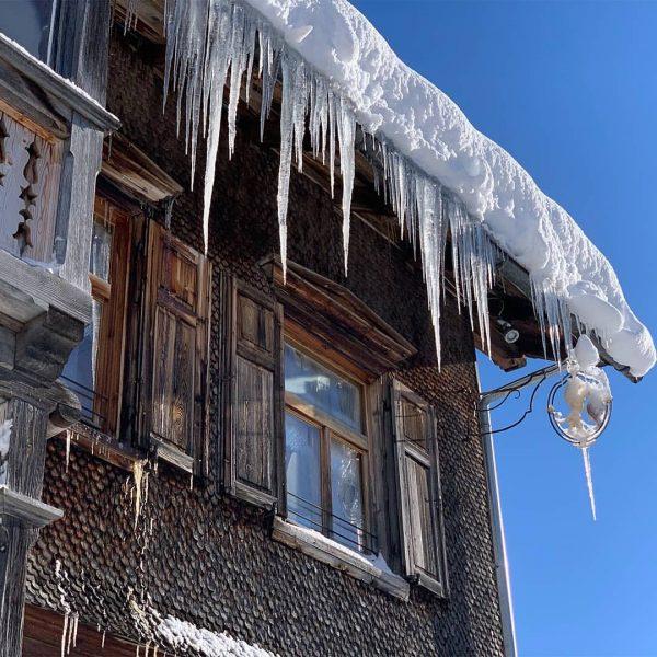 Winterwonderland im Bregenzerwald. Rundum unsere Bergbrennerei + Gasthaus ist es traumhaft momentan.😀😍Aber wir ...