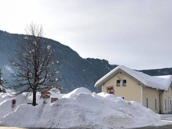 Suchspiel: finde den Bahnhof #wälderbähnle #bregenzerwaldbahn #museumsbahn #bahnhof #bezau #bezauimbregenzerwald #winter2021 #schnee #schneeberge ...