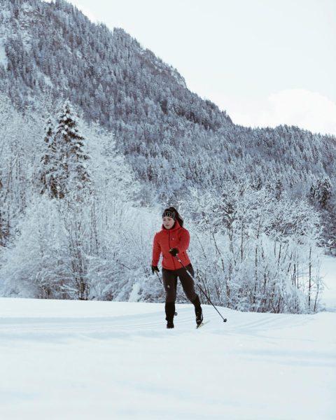 Eine von vielen Outdoor-Aktivitäten im verschneiten Bregenzerwald. Wie hältst du dich fit im ...