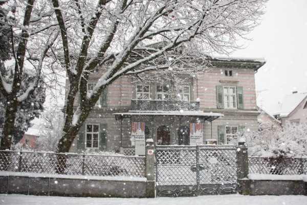 Winterliches Hohenems - Inspiration pur! ☃🥰 Fotos: @varietedechoix #emspiriert #hohenems #vorarlberg #winter #schnee #winterwonderland #stadtzentrum #innenstadt #jüdischesmuseum...