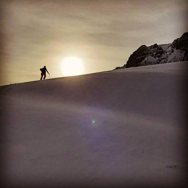 Skiführer Berni und David auf Freetour am Fusse der Kanisfluh bei traumhafte Bedingungen ...