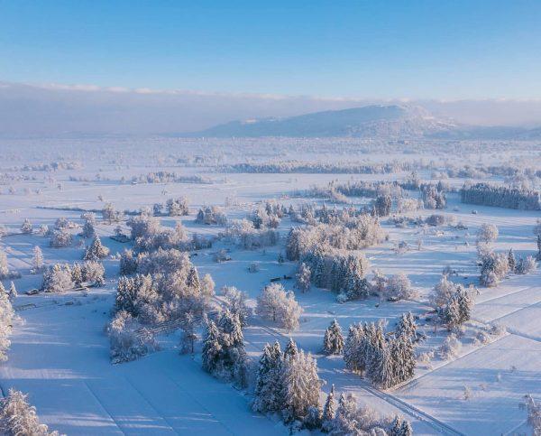 Another perspective, the #rheintal, Vorarlberg . . . #dronephotography #drone #dronestagram #wintertime #graphiclandscape #vorarlberg #visitvorarlberg #lustenau #winterlandschaft...