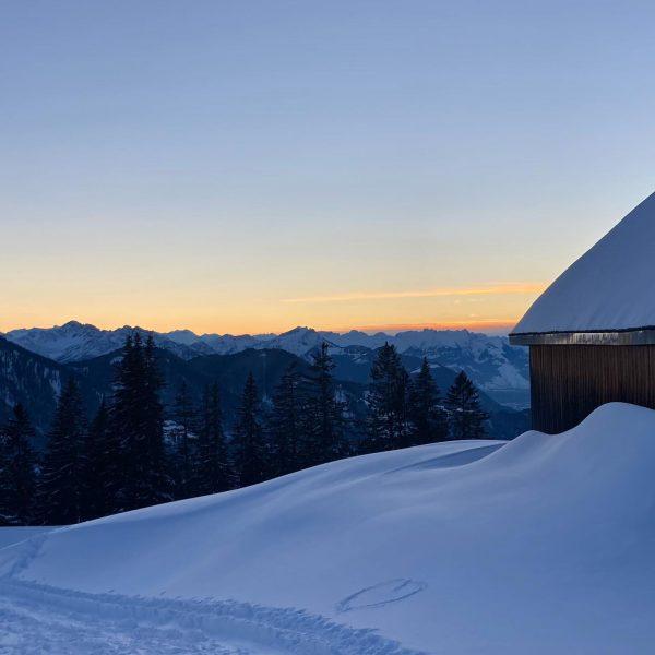 Ein ♥️ fürs Ländle! #visitvorarlberg #laterns #skitouring #sundowner Laterns