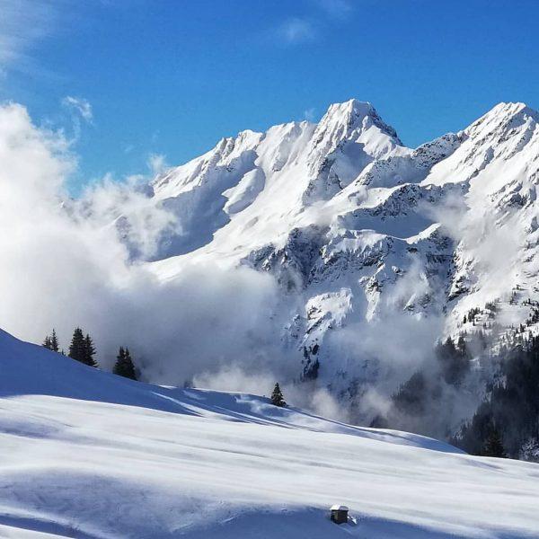 Irgendwo hinter den Wolken ⛅ #rauszeit #montafon #rauszeitmontafon #achtsamkeit #meinmontafon #achtsamwandern #meditation #offline #mindfulness #kristberg #silbertal #bergemitwow...