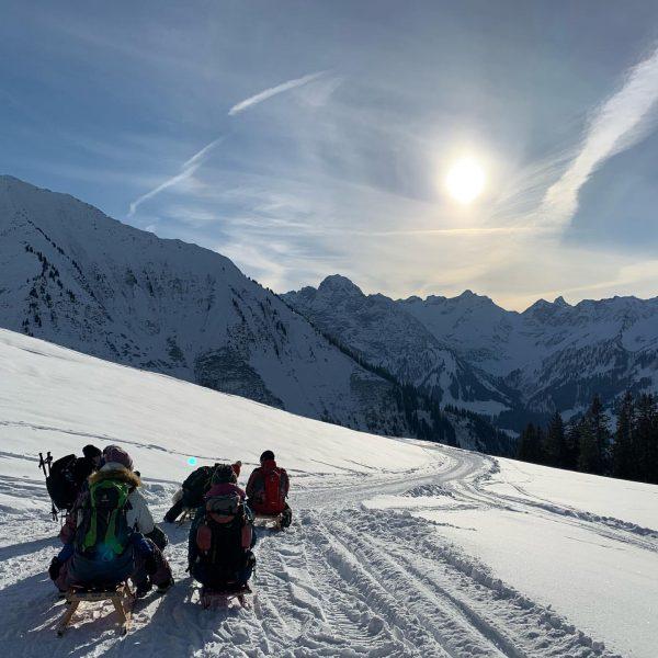 RODELSPASS Neuhornbach #rodeln #winter #winterwonderland #nature #winterurlaub #wintersportarten #visitvorarlberg #alpenhotelpost #auschoppernau Schoppernau