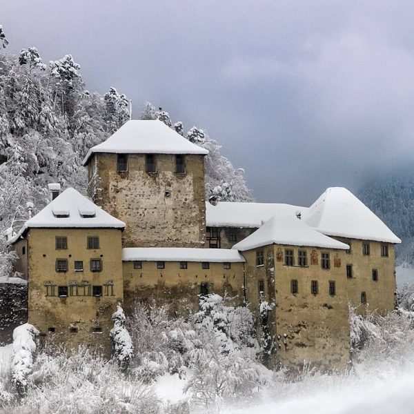 Wie findet Ihr unsere märchenhafte Balkonaussicht?... Die schöne und majestätische Schattenburg Feldkirch in ...