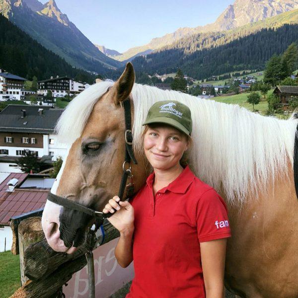 Wohl der schönste Reitstall in den Bergen! 🐴🐎🌞⛰Unsere Reitlehrerinnen Miriam und Claudia genießen jeden Tag mit den...