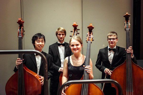 Für unsere Konzerte im September suchen wir noch Spezialist:innen für Cello und Kontrabass, ...