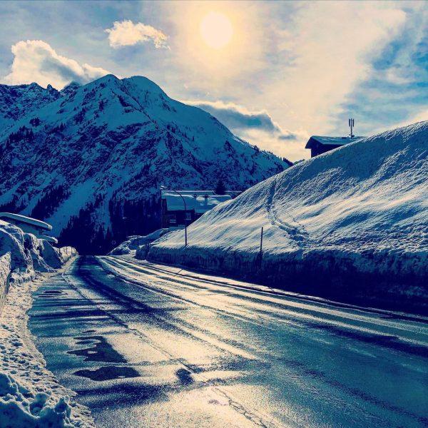 Hier wären wir eigentlich ab heute zum Skifahren 😩 #blödescorona #skifahren #schnee #mittelberg ...