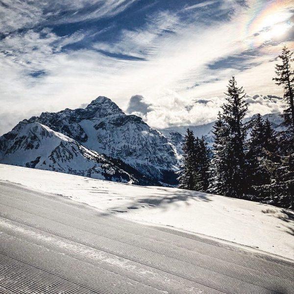 Wir vermissen euch 😩 #naturhotel_laerchenhof #kleinwalsertal #winter #dorf #mittelberg #österreich #wintermärchen #winterwonderland #gondel ...