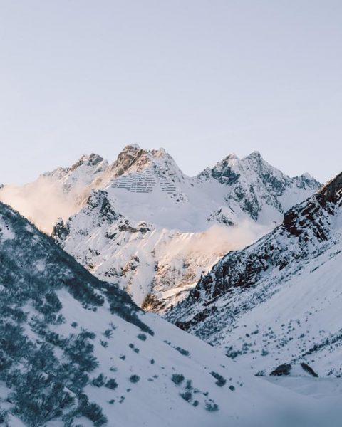 Sonnenuntergangsstimmung am Arlbergpass. Nicht nur die Natur beeindruckt hier, sondern auch die Geschichten ...