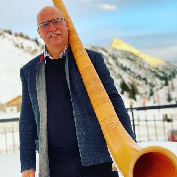 Viele haben unseren Musikanten erkannt. 👍💯 Richtig, Oskar Jäger Senior Chef und begeisterter ...