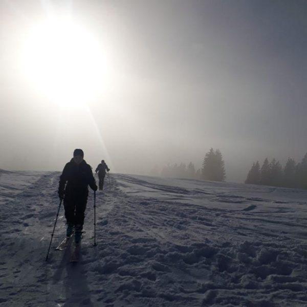 Wir sind bereit dem Nebel zu entfliehen, mit einer Skitour auf die Nob-Spitze ...