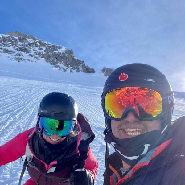 Powder-skiing—- big smile!! #powderskiing #lechzuers #friends #skiing #bigsmile #alpenlandlech Lech Zürs am Arlberg