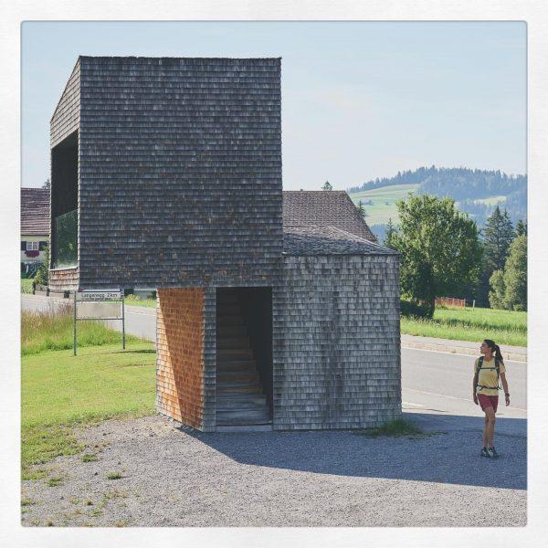 Auffällig, kühn und anspruchsvoll gestaltete Wartezonen gibt es überall auf der Welt. Architekturkenner ...