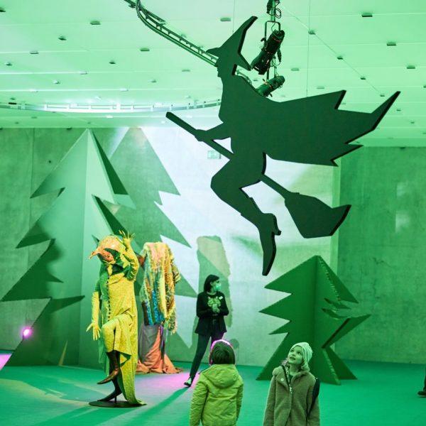 Happy Carnival! Kunsthaus Bregenz and »Seasonal Greetings« are open again tomorrow. #kunsthausbregenz #ashleyhansscheirl ...