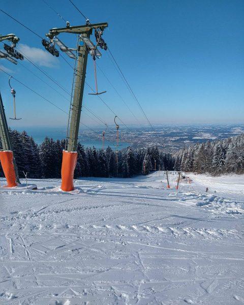 What a special view - Skifahren am Pfänder mit Blick auf den Bodensee 😍🏔⛷ Am Wochenende ging's...