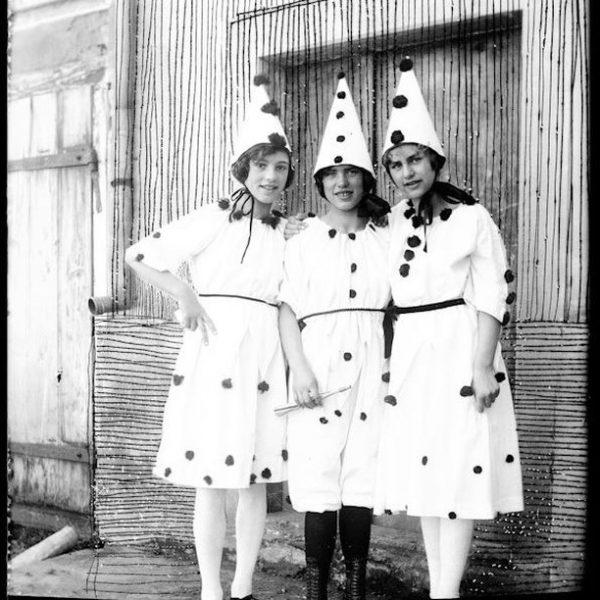 Fasnacht im Montafon: eine der frühesten Aufnahmen aus dem frühen 20. Jh. von ...