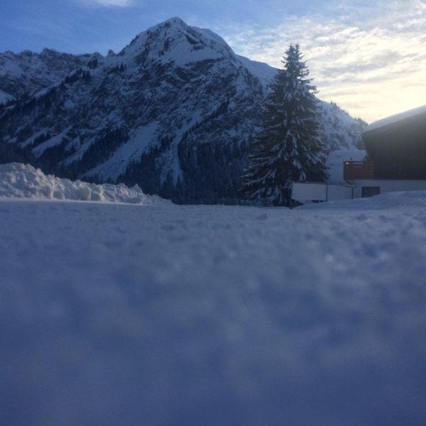 Blick auf den großen Widderstein diese Woche 😍 @skischuleriezlern @skischuleboedmenbaad @skischulehirschegg @skischule.mittelberg @skischuleseiteegg ...