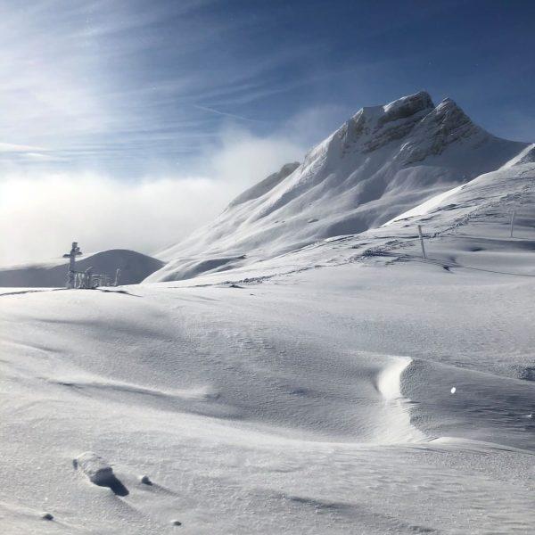 Die Seilbahnen im Bregenzerwald laden bei traumhaften Bedingungen zum Skifahren ein, wie im ...