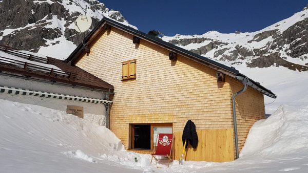 • Schneeschaufeln bei Sonnenscheine 🤩 ☀️☀️☀️ 24.02.2021 #widdersteinhütte #widderstein #hut #warth #schröcken #warthschröcken ...